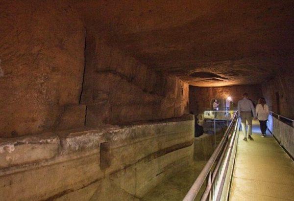 Cisterna in tufo sotterranea a Napoli
