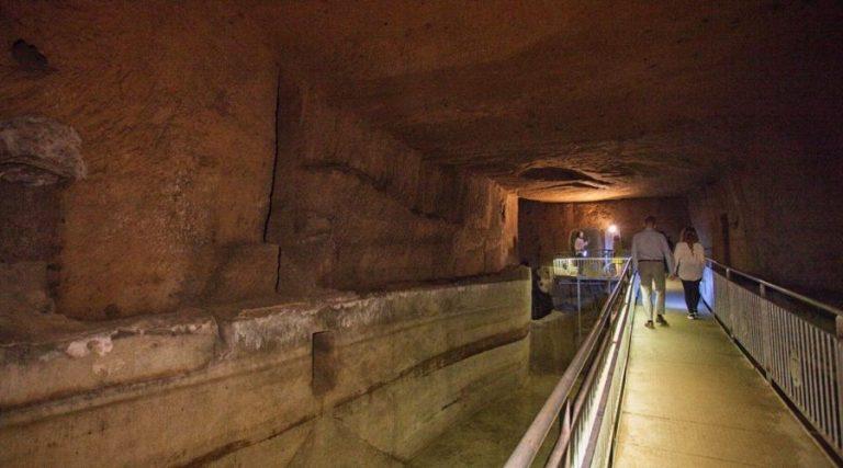 Подземный туф в Неаполе