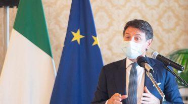 Der Premierminister Giuseppe Conte mit der Maske