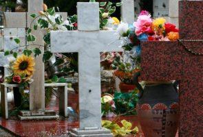 ナポリのポッジョレアーレ墓地