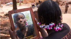 плакат Mostra Kene / Spazio в MANN в Неаполе: фотографии о Мали и меняющейся Африке