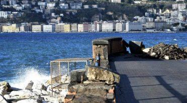 Schäden an der Küste von Neapel durch den Sturm