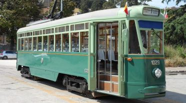 Historische Straßenbahn in Neapel