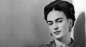 affiche de Frida Kahlo au Palazzo delle Arti de Naples: l'exposition inédite sur sa vie