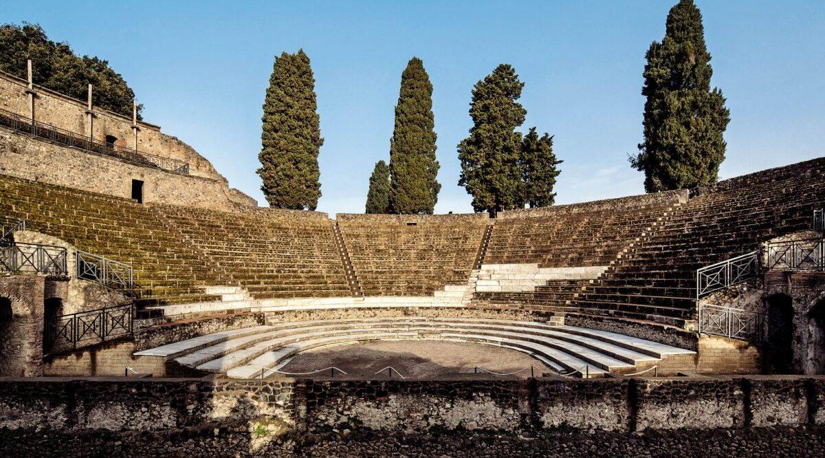 cartel del Pompeii Theatrum Mundi en el Teatro Grande de Pompeya con actuaciones al aire libre