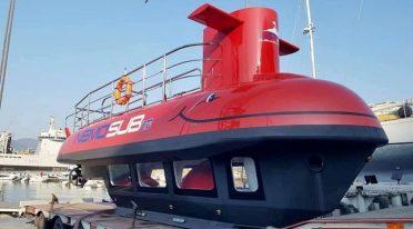 Submarino rojo en Baia