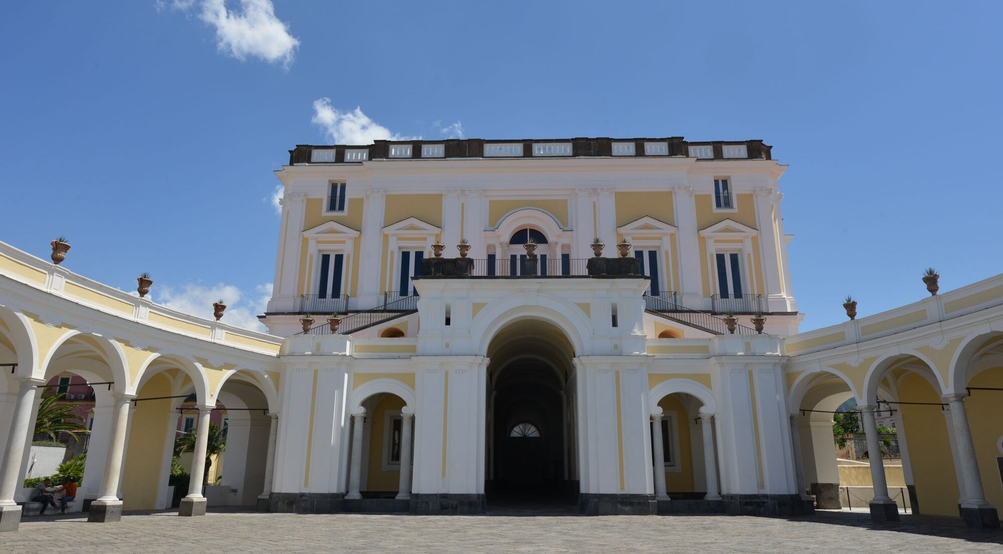 афиша фестиваля Vesuvian Villas в Геркулануме с театром и концертами