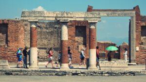 плакат раскопок Помпеи, Археологический парк открывается каждый день
