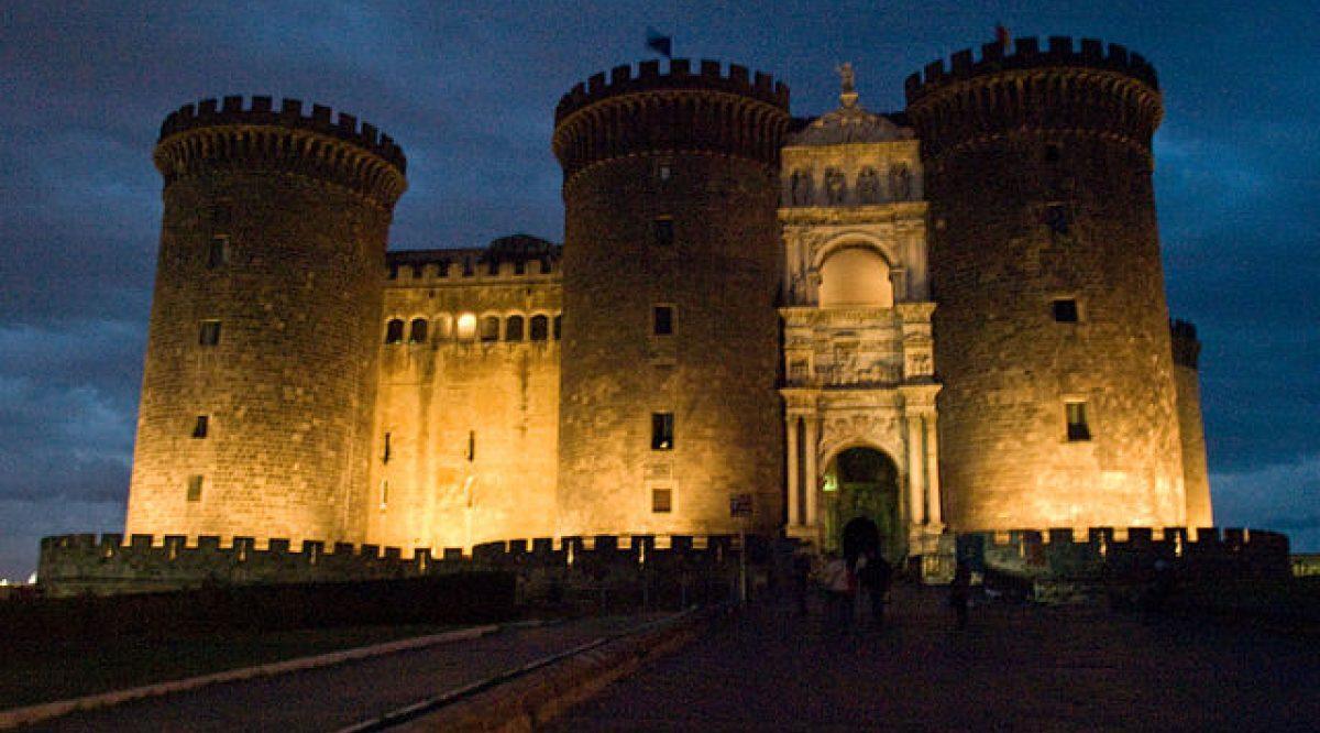 Ridere 2021 al Maschio Angioino, torna il teatro nel castello di Napoli |  Napolike.it