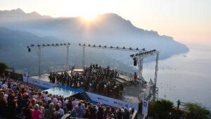 صورة من الحفلة فجر في مهرجان رافيلو