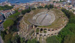 Anfiteatro Flavio di Pozzuoli dall'alto