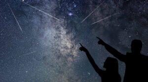ملصق ليلة سان لورينزو في Lido Gallo di Varcaturo لمراقبة النجوم المتساقطة