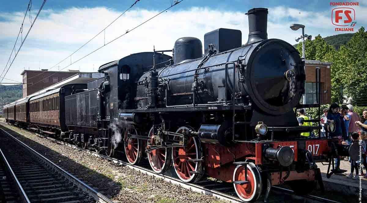 locandina di Pietrarsa Express, si viaggia sul treno storico da Napoli al Museo Ferroviario